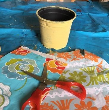 Cutting out decoupage patterns