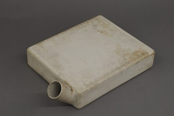 A rectangular container with a round spout used for crowing penicillin in.