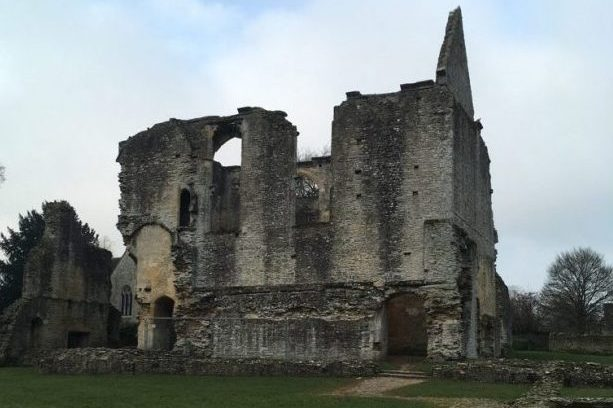 Photograph of the ruins of Minster Lovell on a winter's day